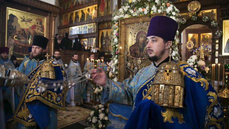 Что представляет собой Сион как элемент церковной утвари и каково его богослужебное предназначение?