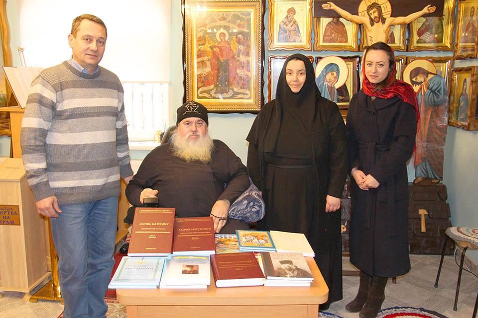 (Фото) НИЦ Гагаузии передал в дар Библиотеке Иверского монастыря мун. Комрат литературу