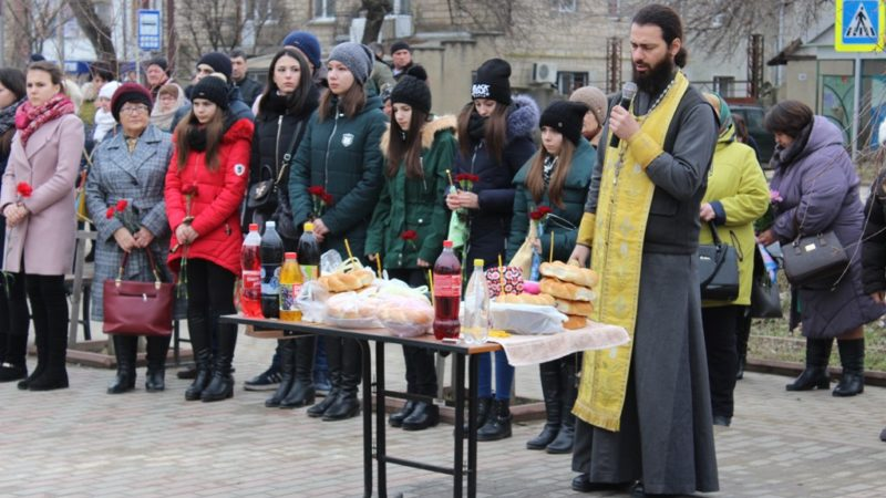 Панихида у мемориала воинам-интернационалистам в мун. Чадыр-Лунга