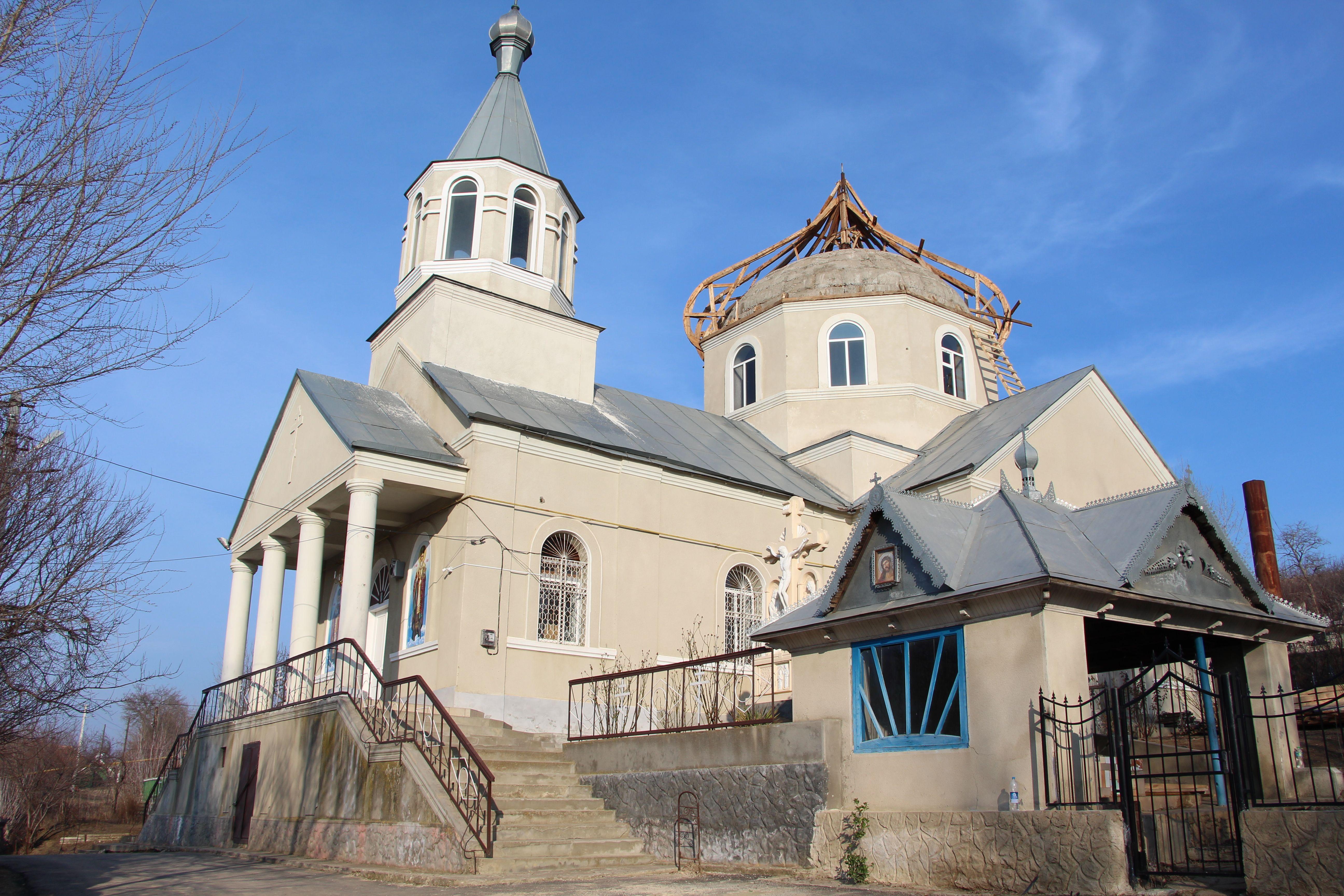 (Фото) В храме села Етулия начались ремонтные работы