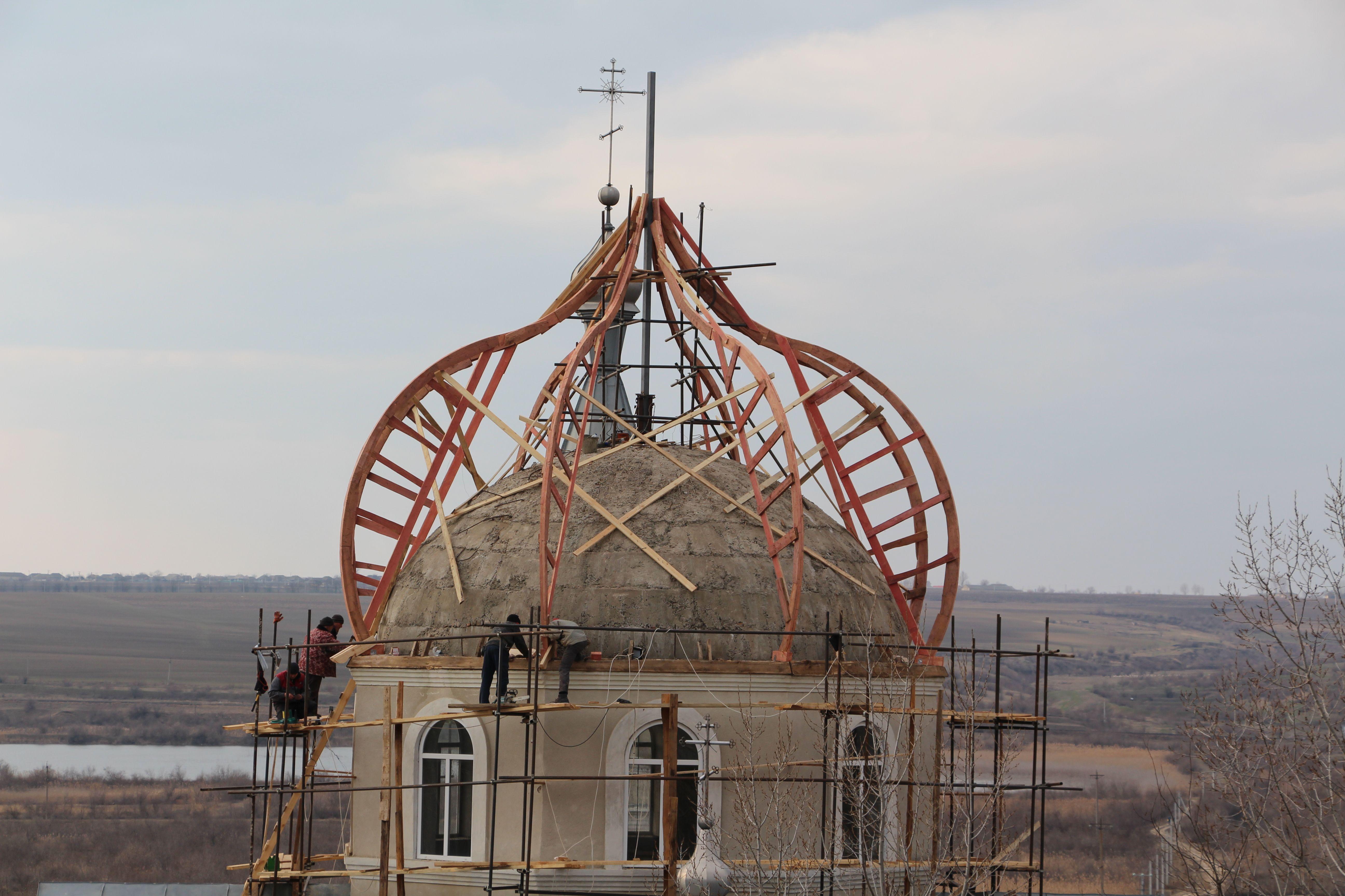 (Фото+Видео) В церкви села Етулия начали сборку главного купола