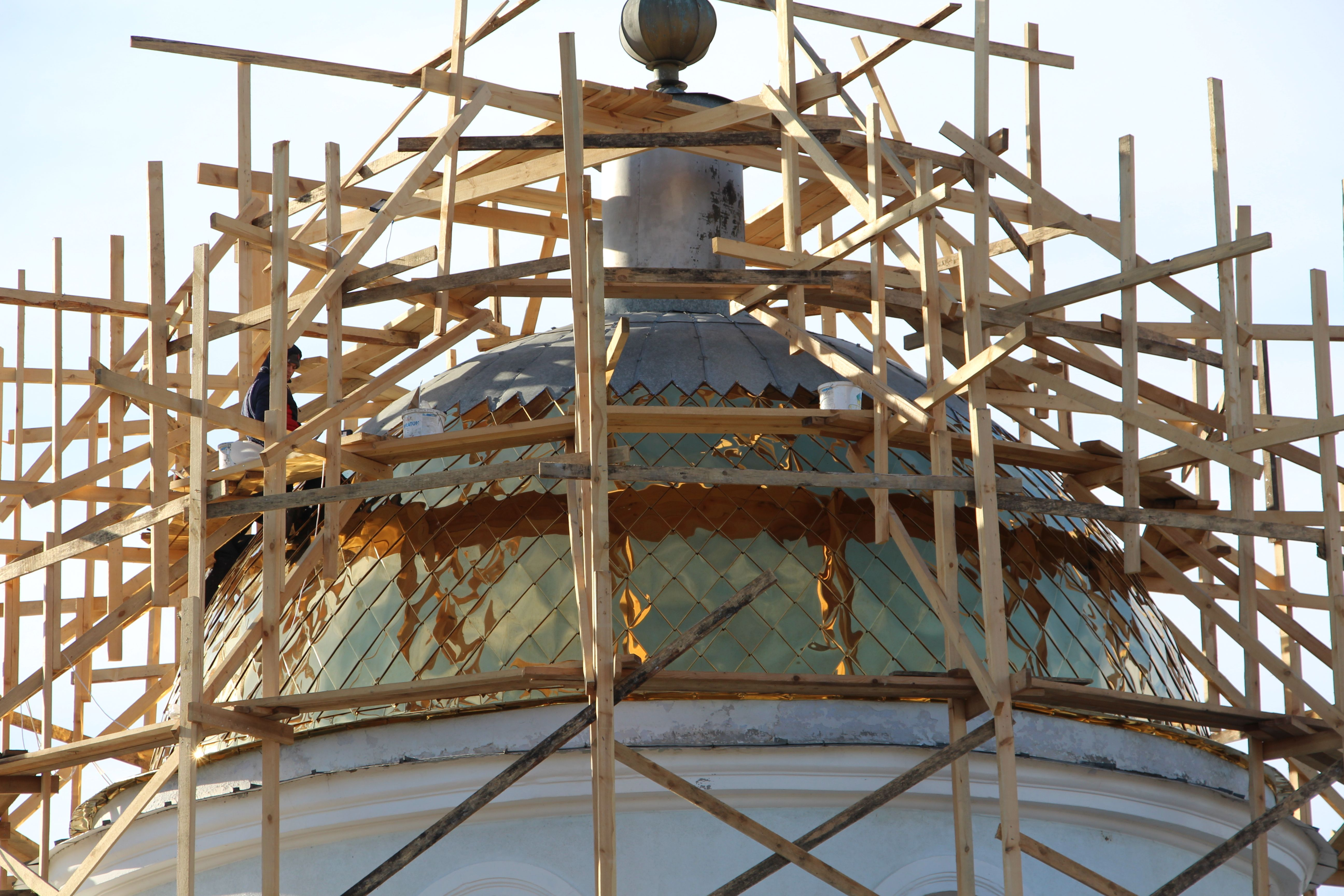 В церкви села Казаклия производят обновление главного купола