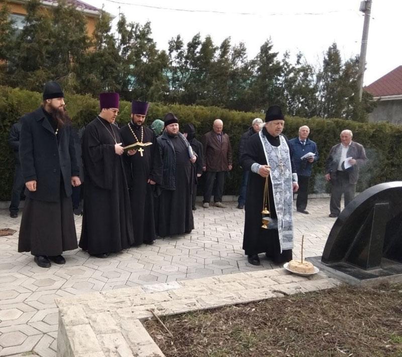 Священнослужители из Гагаузии посетили Мемориал жертв политических репрессий в Тирасполе