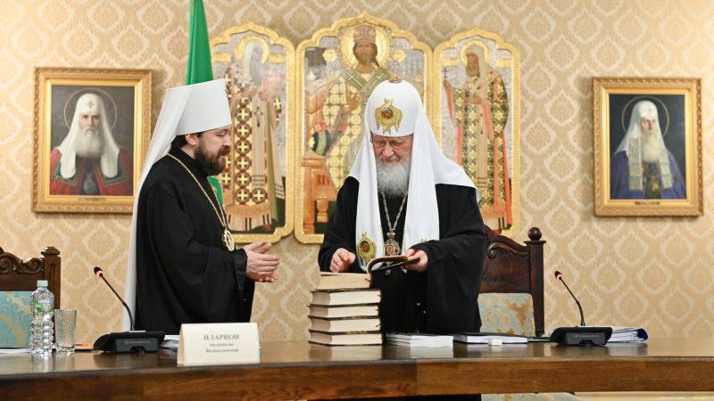 (ВИДЕО) Члены Высшего Церковного совета поздравили Святейшего Патриарха с 10-летием интронизации