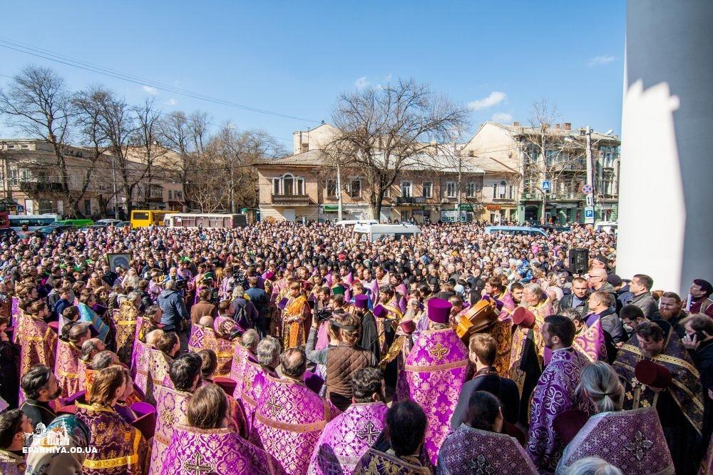 (ВИДЕО) Более 10 тысяч верующих Одесситов вышли на Крестный ход