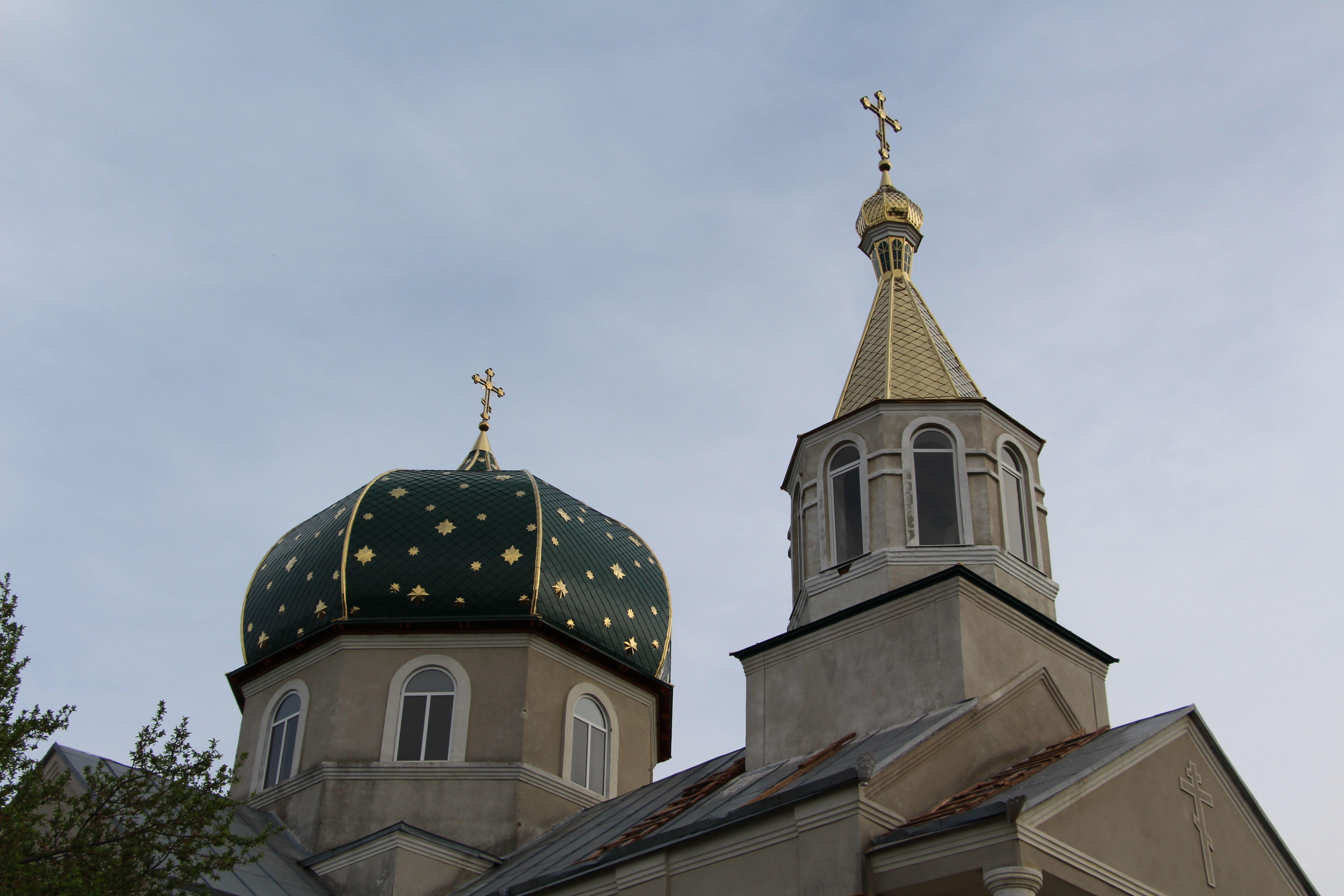 (ФОТО) В Етулии закончили сборку купола колокольни храма