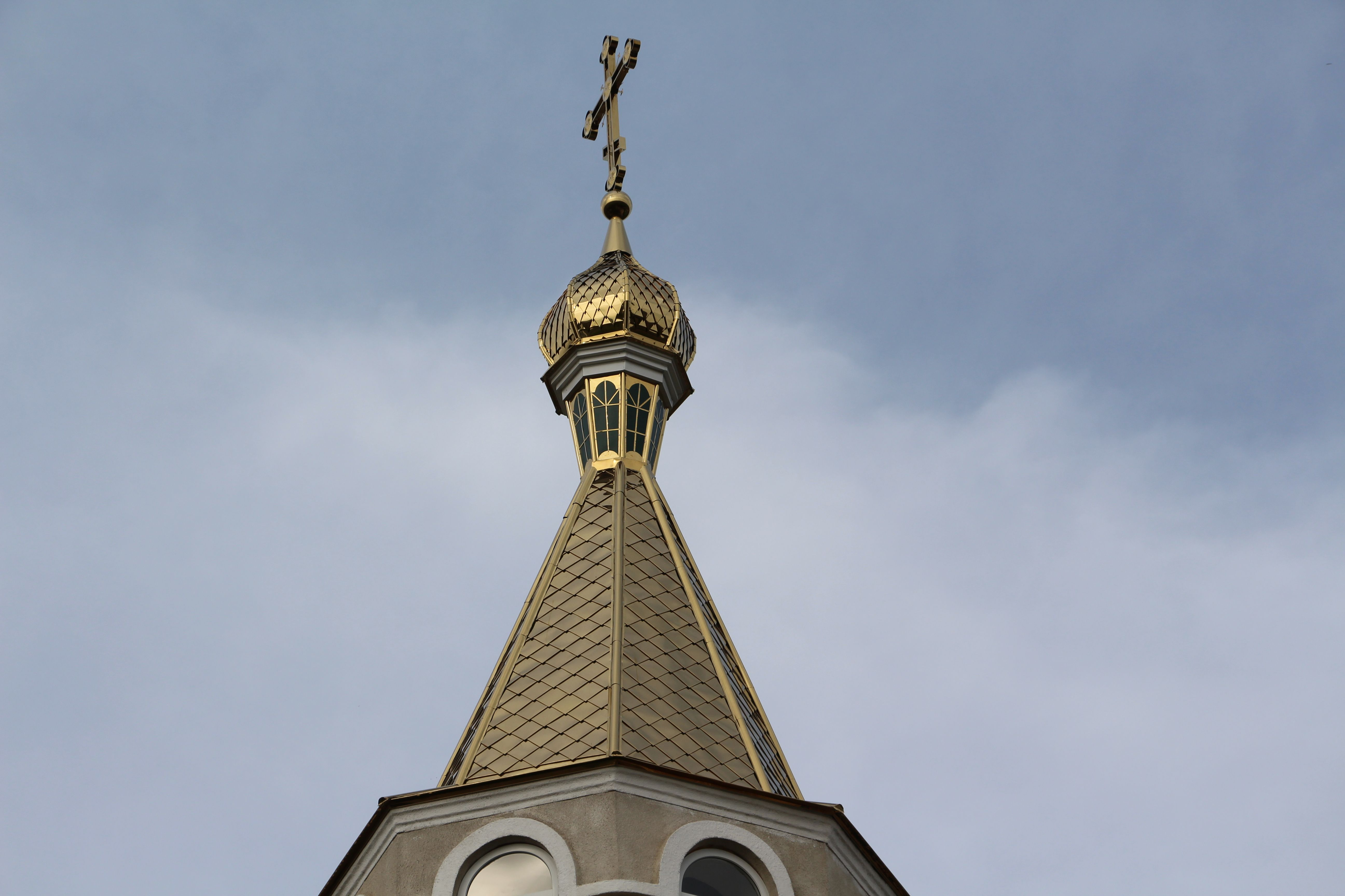 В Етулии закончили сборку купола колокольни храма