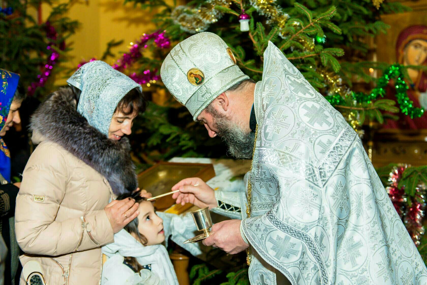 Для чего во время вечерней службы совершают помазание маслом?