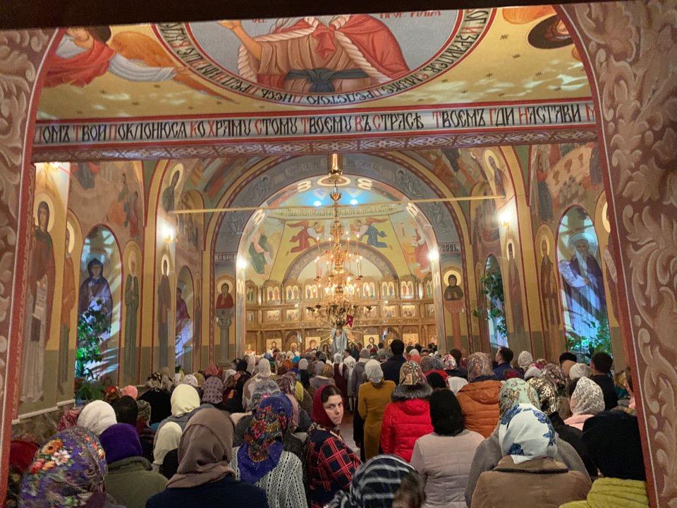 Пасхальное богослужение в церкви Святой Троицы в Конгазе