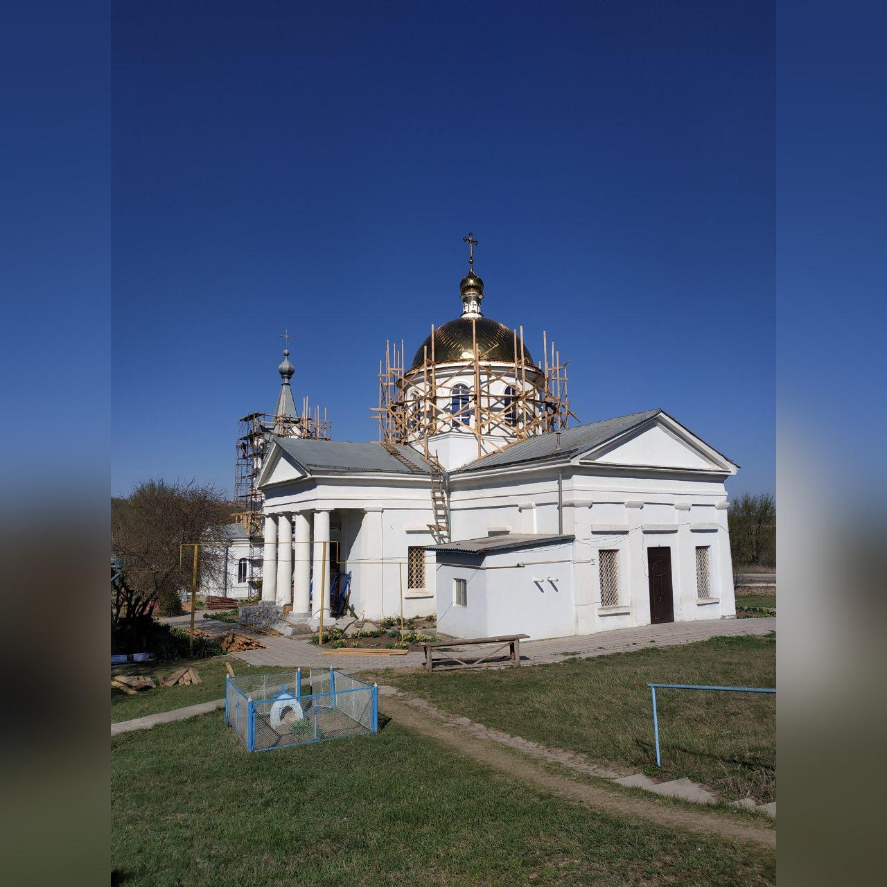 (ФОТО) В Казаклии закончили сборку главного купола храма
