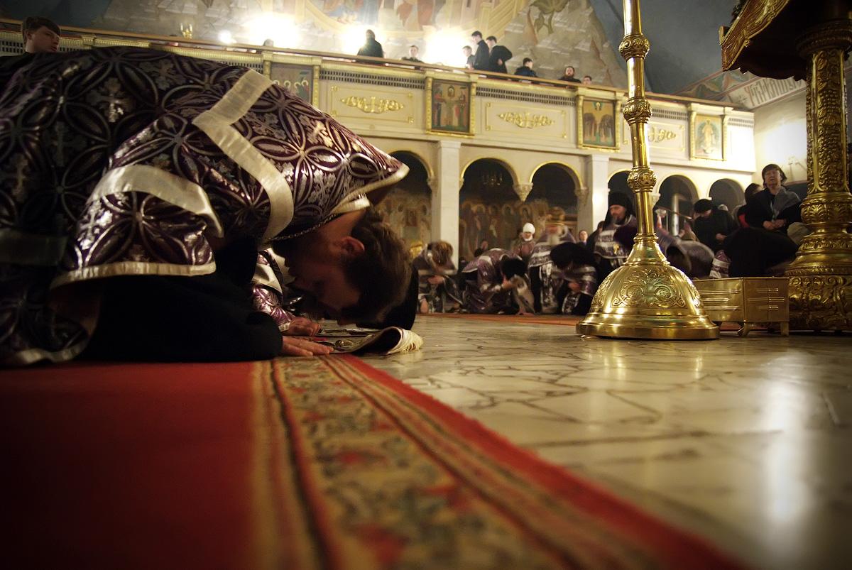 Можно ли делать земные поклоны в день причащения?