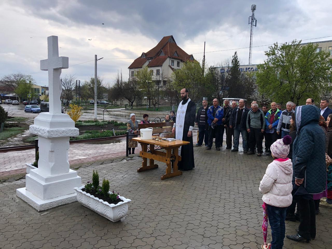 В Чадыр-Лунге освятили крест и источник питьевой воды