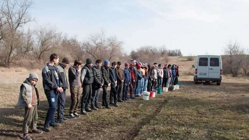 (ФОТО) Воспитанники церковной школы села Копчак посадили саженцы акации
