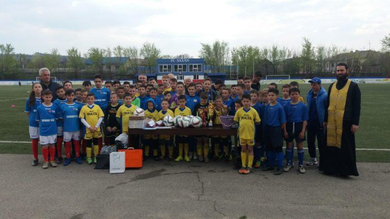 В Чадыр-Лунге совершили молебен перед началом Пасхального турнира по футболу