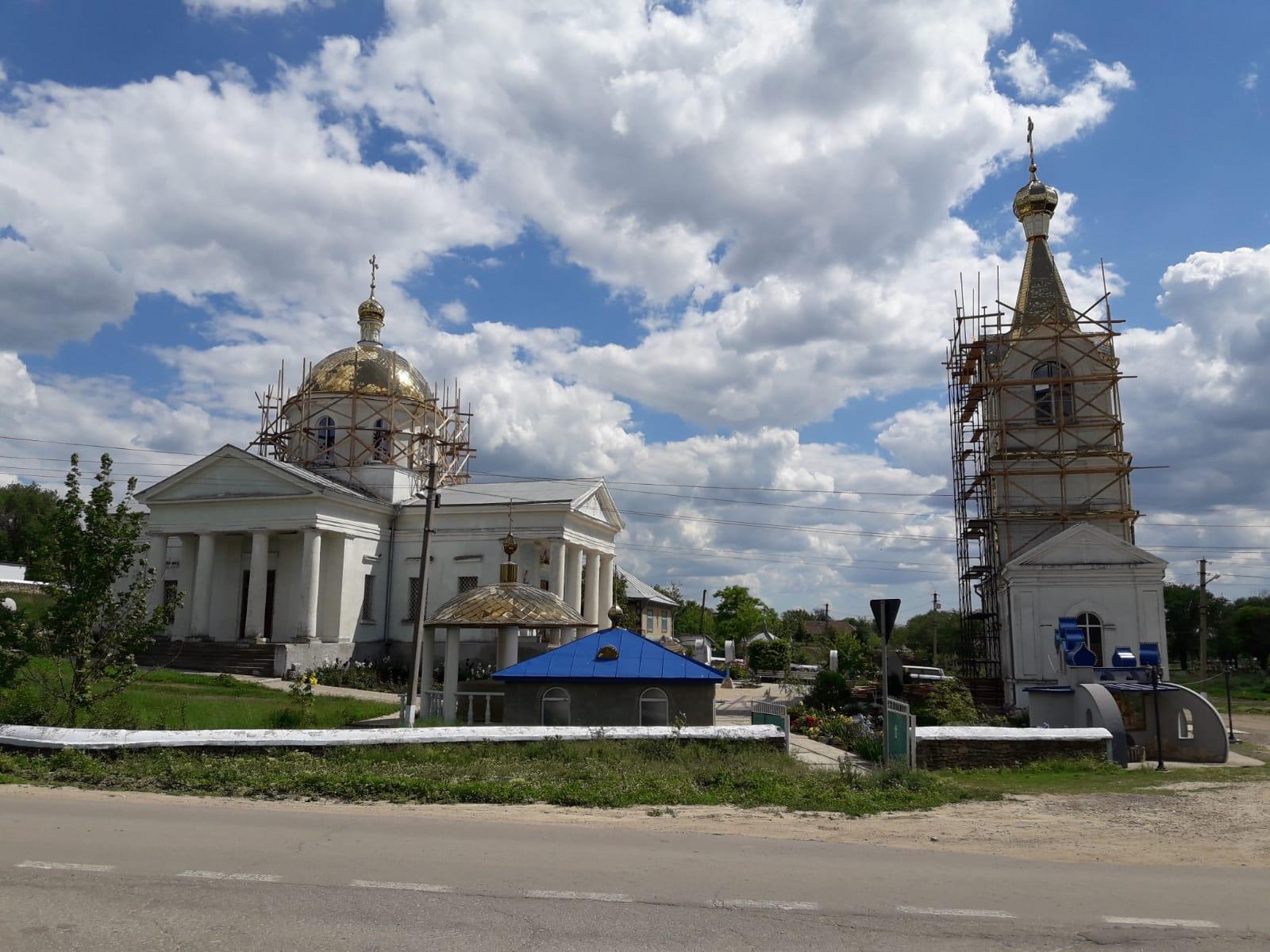 (ФОТО) В Казаклии закончили сборку купола колокольни
