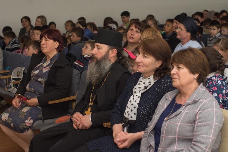 (ФОТО) В Теоретическом лицее им. Барановского с. Копчак прошло праздничное представление на тему Пасхи
