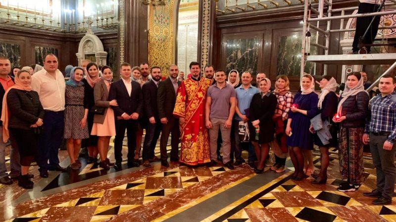 (ФОТО) Уроженецы Гагаузии в пасхальную ночь молились в главном соборе Русской Православной Церкви