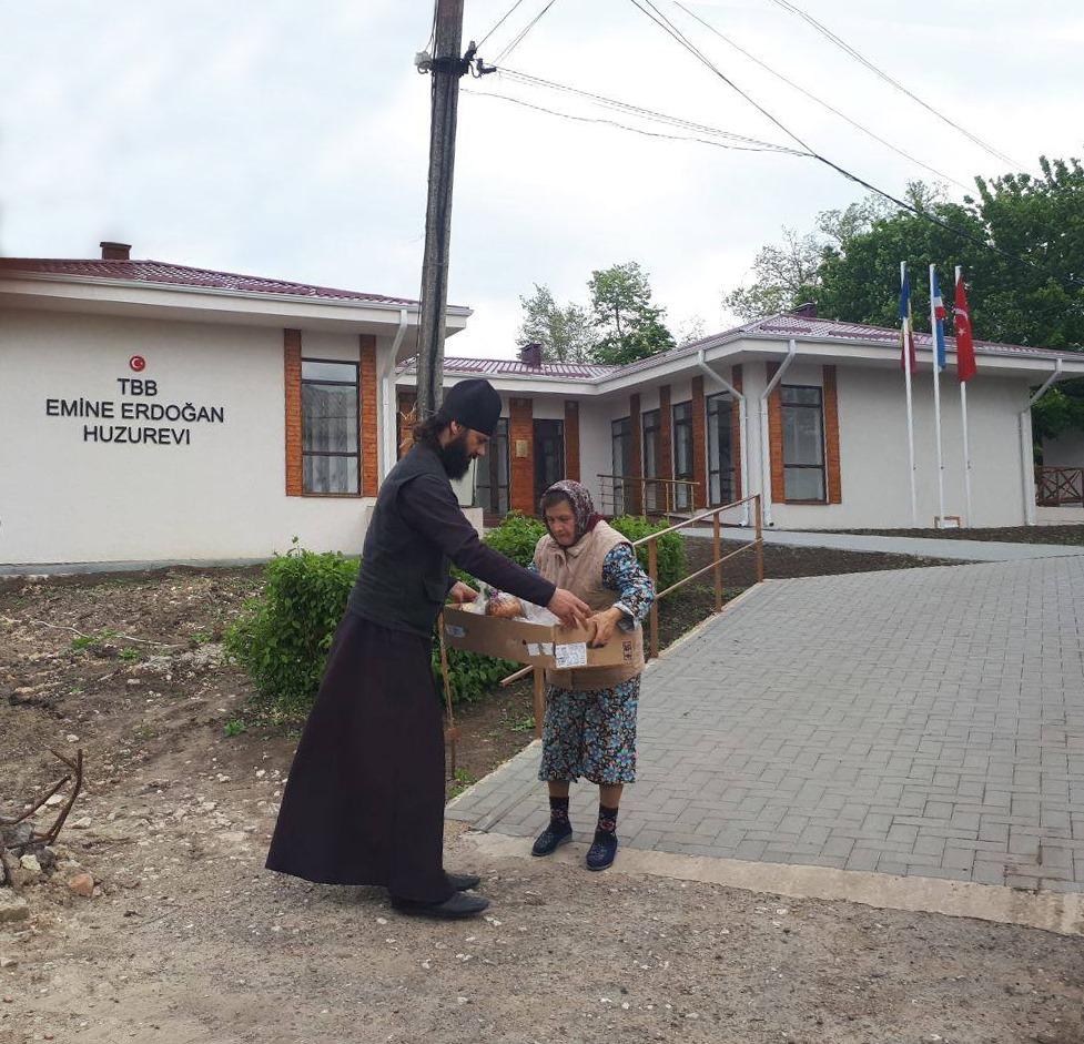 (ФОТО) Прихожане храма Рождества Христова мун. Чадыр-Лунга поздравили с Пасхой детей интерната и жильцов дома престарелых