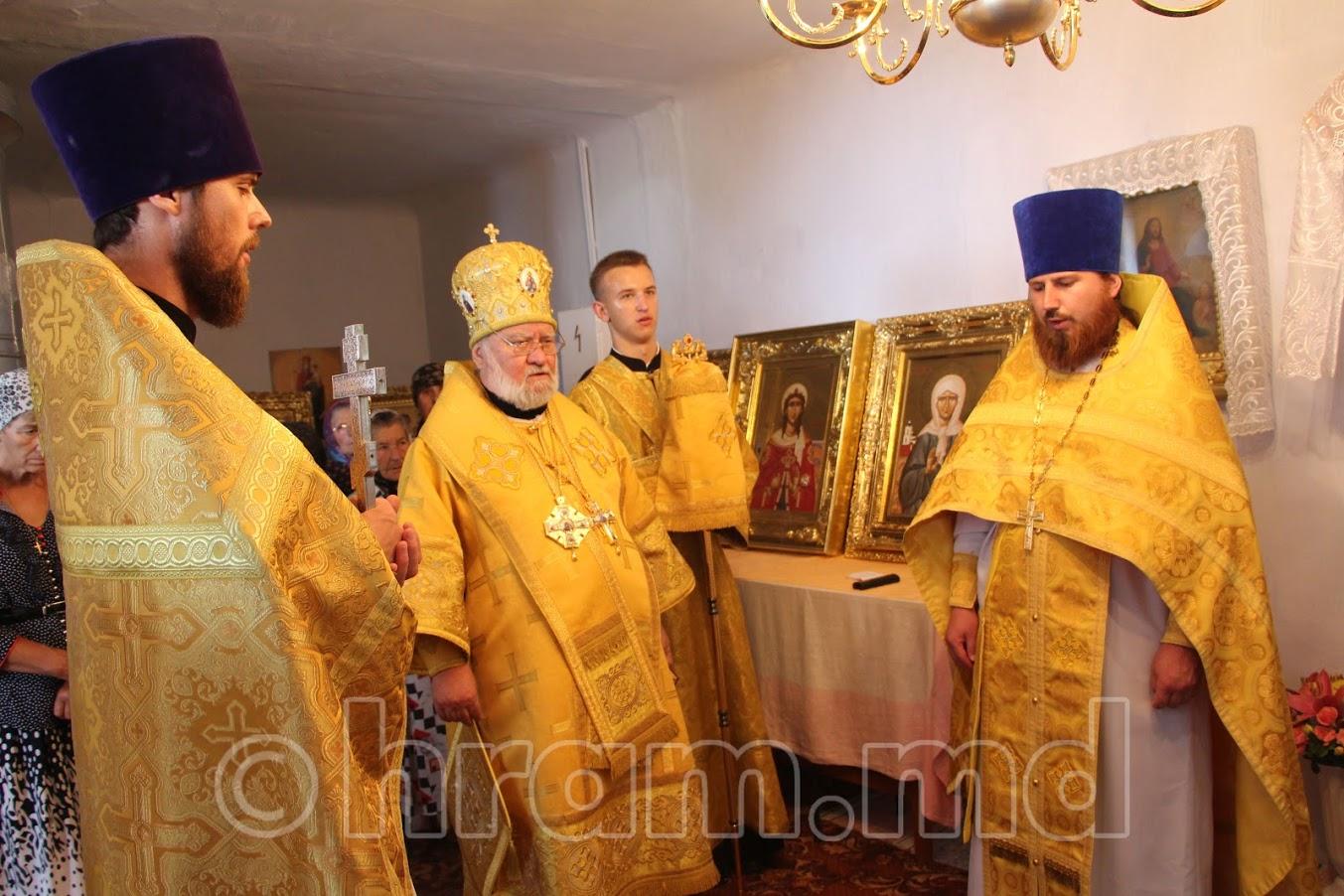 (ФОТО) Преосвященнейший Анатолий епископ Кагульский и Комратский совершил Литургию в Успенском храме с. Чишмикиой