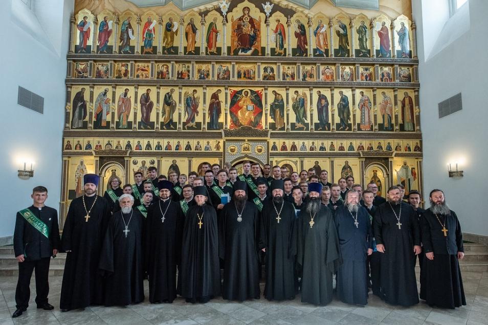Протоиерей Федор Каракальчев принял участие на выпускном в Варницкой православной гимназии