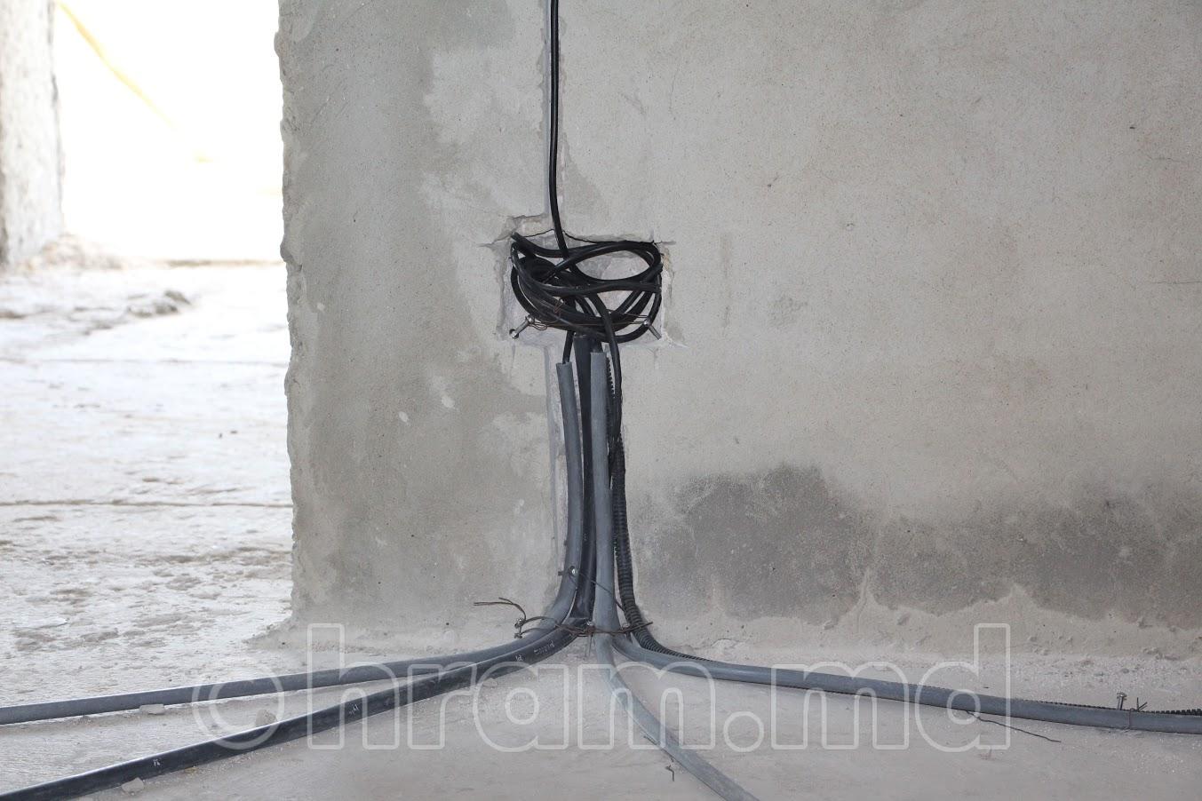 В Успенском храме с. Чишмикиой ведутся работы по проводке электричества