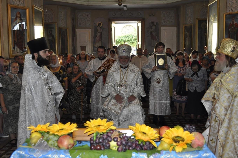 По благословению епископа Анатолия можно освятить ранние плоды винограда и яблок
