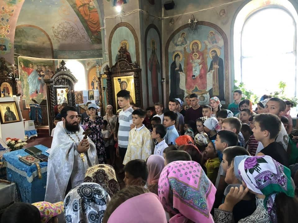 (ФОТО) В Свято-Георгиевском храме г. Тараклия состоялся молебен на начало учебного года