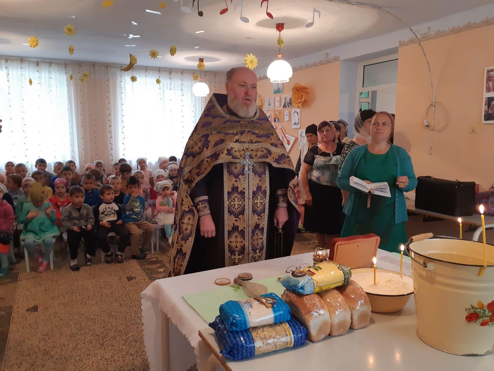 (ФОТО/ВИДЕО) В детском саду с. Баурчи прошел молебен и встреча с воспитанниками