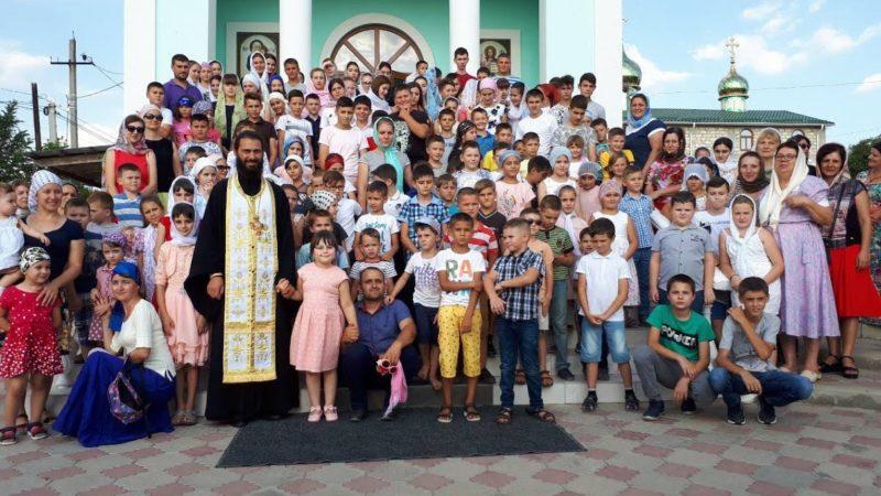 (ФОТО) В храме Рождества Христова мун. Чадыр-Лунга состоялся молебен перед началом учебного года