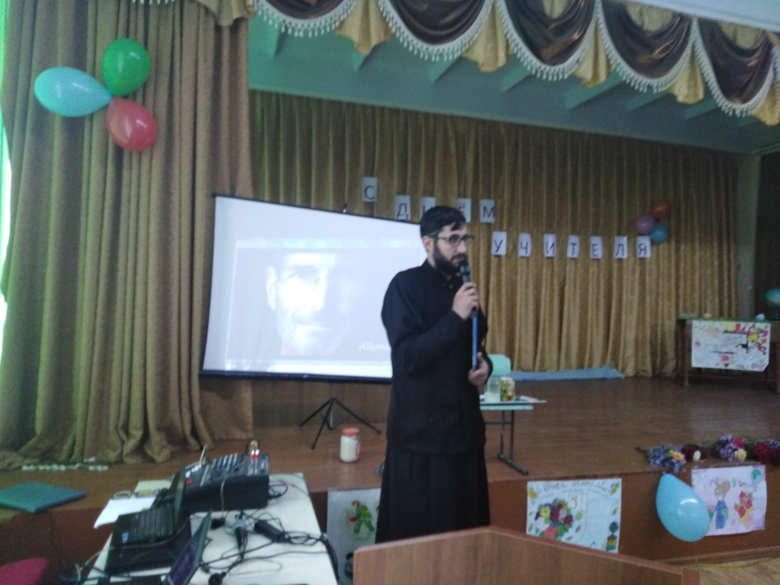В Дезгинже священник принял участие в общешкольном родительском собрании