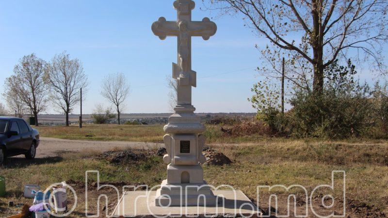 (ФОТО) При въезде в село Чишмикиой со стороны Етулии установили крест
