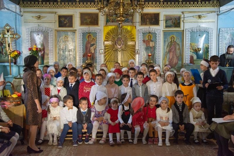 (ФОТО) Церковная школа с. Копчак показала осенние выступление детей