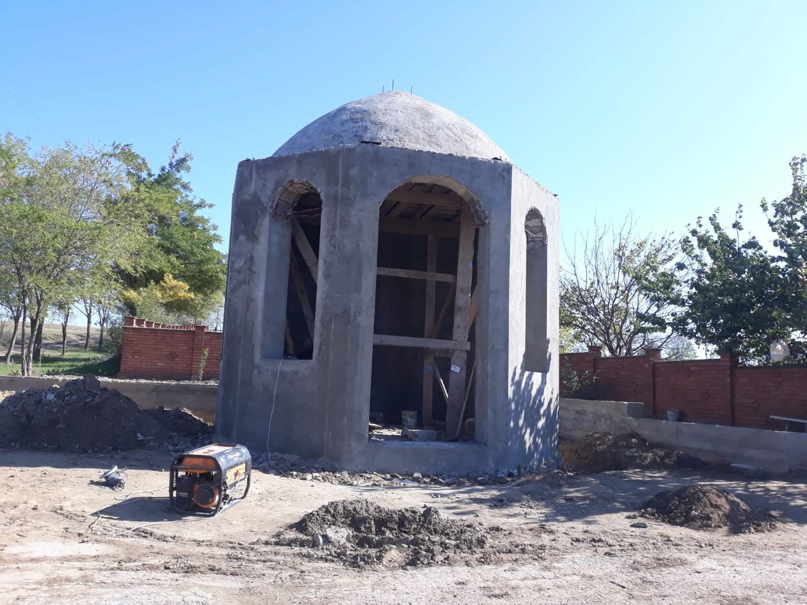 (ФОТО) В Вулканештах на территории кладбища строится часовня