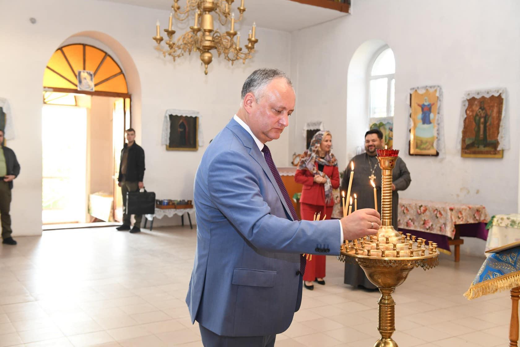 (ФОТО) Президент РМ и башкан Гагаузии посетили храм в Етулии