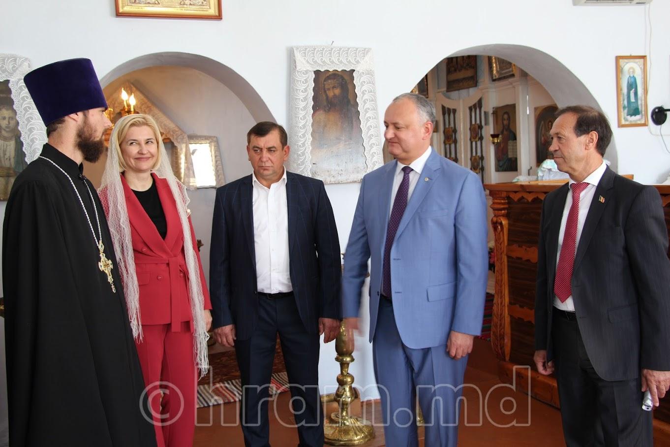 (ФОТО) Президент РМ и башкан Гагаузии посетили храм в селе Чишмикиой