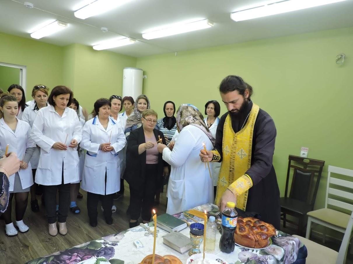 (ФОТО) В Чадыр-Лунге освятили центр семейных врачей после ремонта