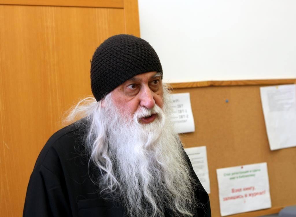 (ВИДЕО) Монах Космас издал английско — гагаузский гид