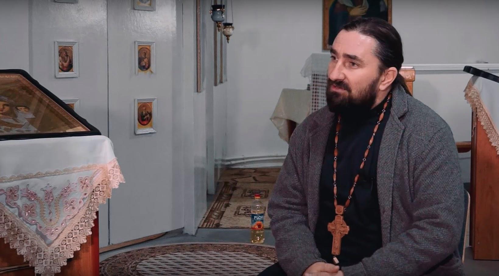 Прот. Михаил Каледжи поздравил с праздником Троицы жителей с. Конгаз