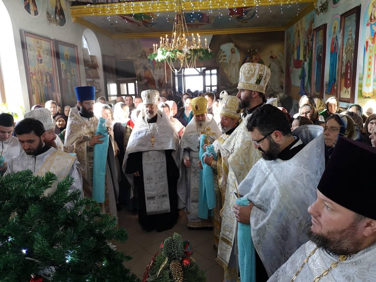 (ФОТО) Храм Рождества Христова мун. Чадыр-Лунга отметил престольный праздник (курбан)