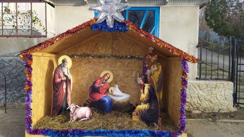 (ФОТО) В Етулии установили Рождественский вертеп у храма