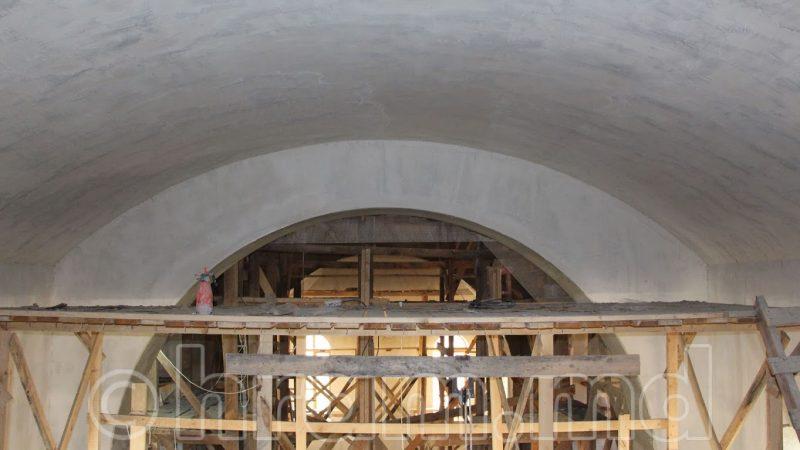(ФОТО) В Успенском храме Чишмикиой в данный момент шпаклюются стены