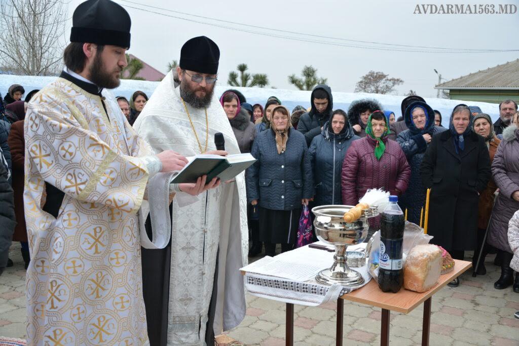 (ФОТО) В Авдарме освящен памятник служителям за 200 лет жизни храма