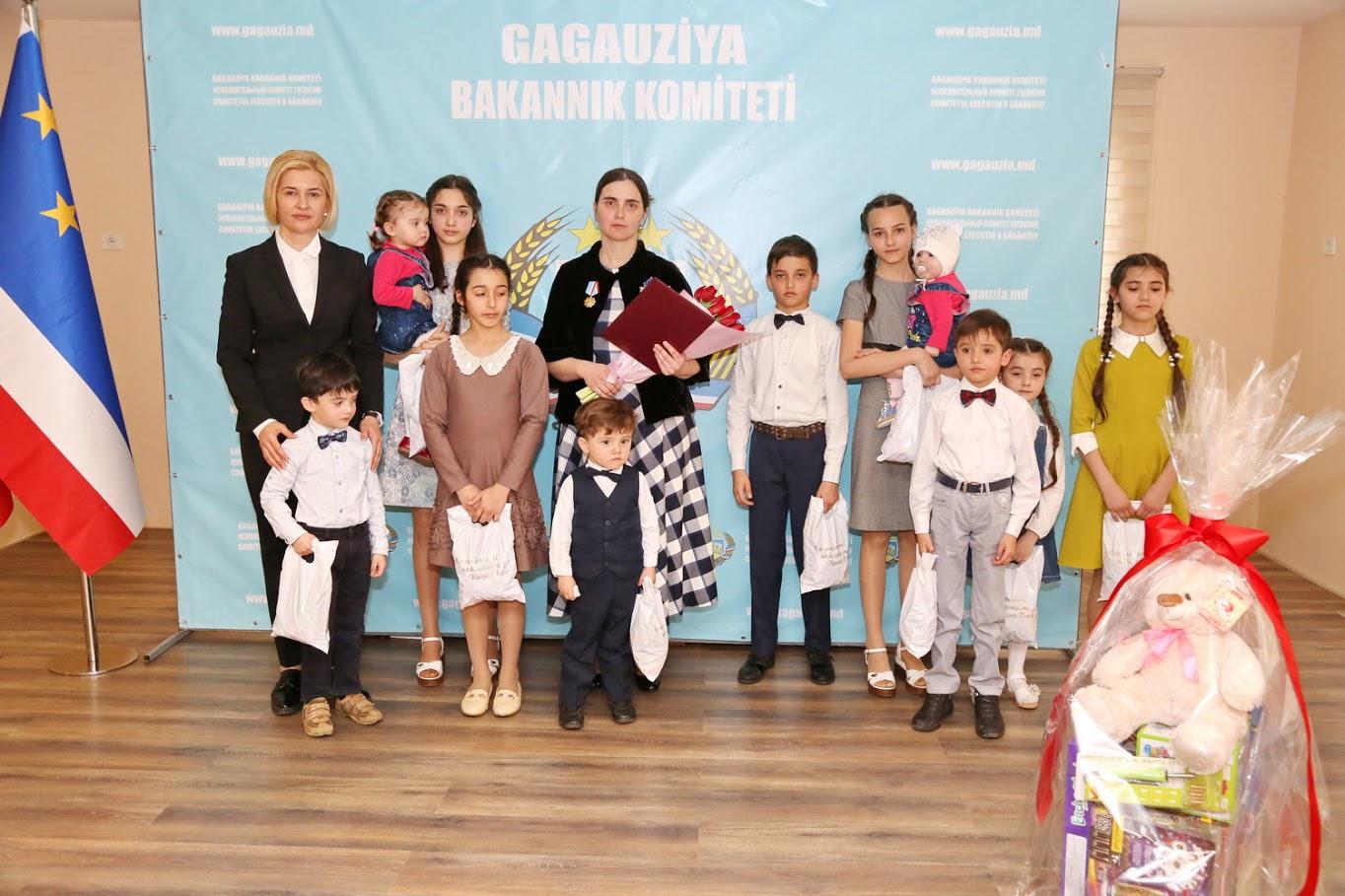(ФОТО/ВИДЕО) Семья священника из Чадыр-Лунги удостоена медали Şannı Ana