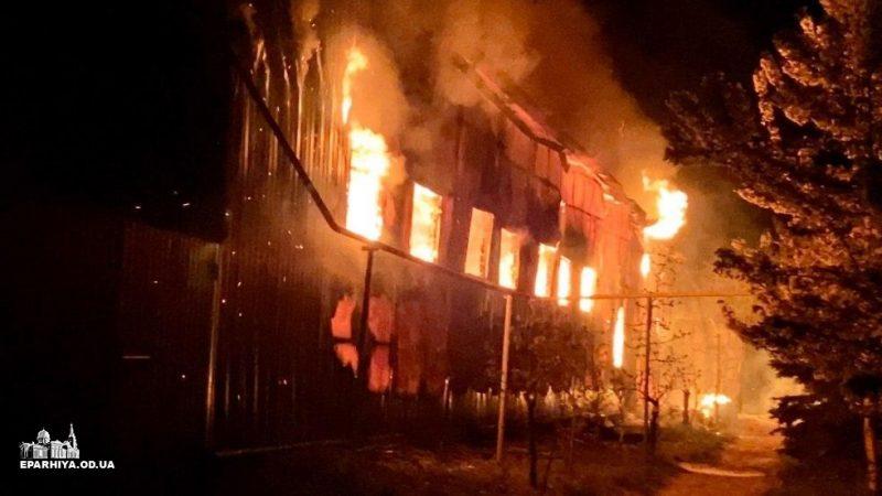 (ВИДЕО) В Свято-Успенском Одесском мужском монастыре произошёл крупный пожар причиной которого стал умышленный поджог