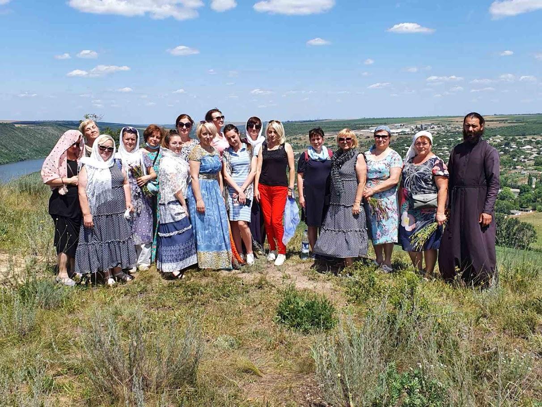 (ФОТО) Жители Чадыр-Лунги совершили паломническую поездку по святым местам Молдовы