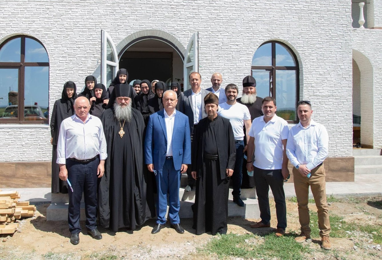 (ФОТО) Президент РМ посетил женский монастырь в честь Рождества Пресвятой Богородицы в Тараклии