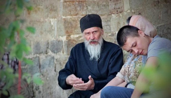 Почему монашествующие дают советы о семейной жизни?