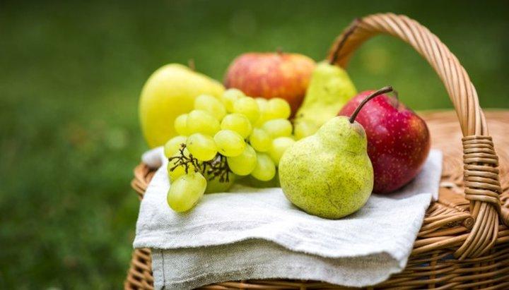 Почему нельзя кушать яблоки и виноград до Преображения?