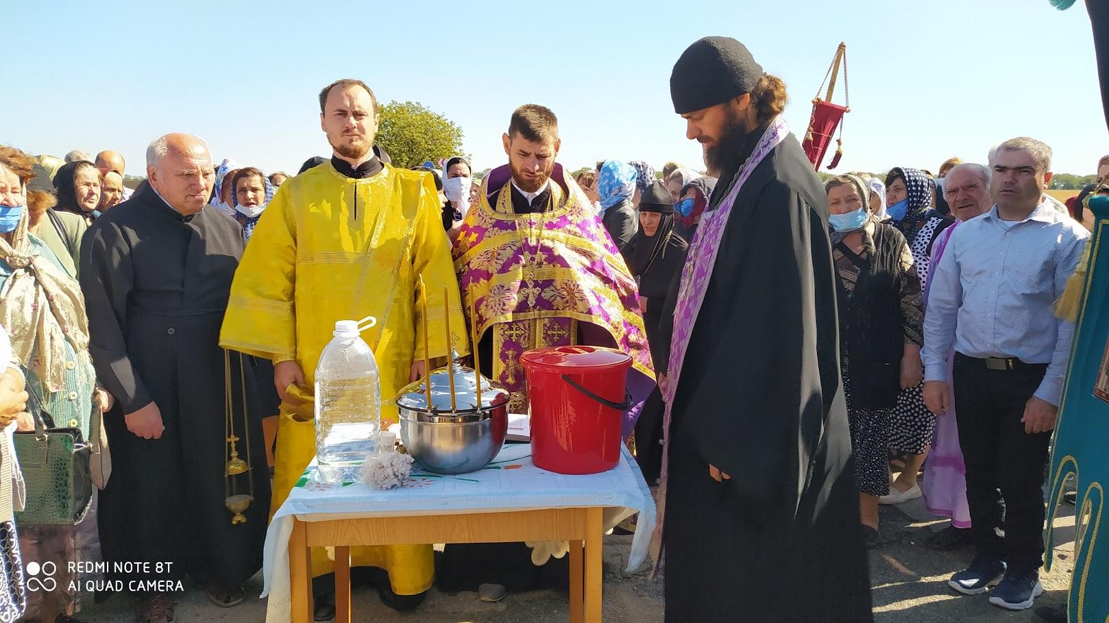 (ФОТО) В Чадыр-Лунге прошел крестный ход и молебен о дожде