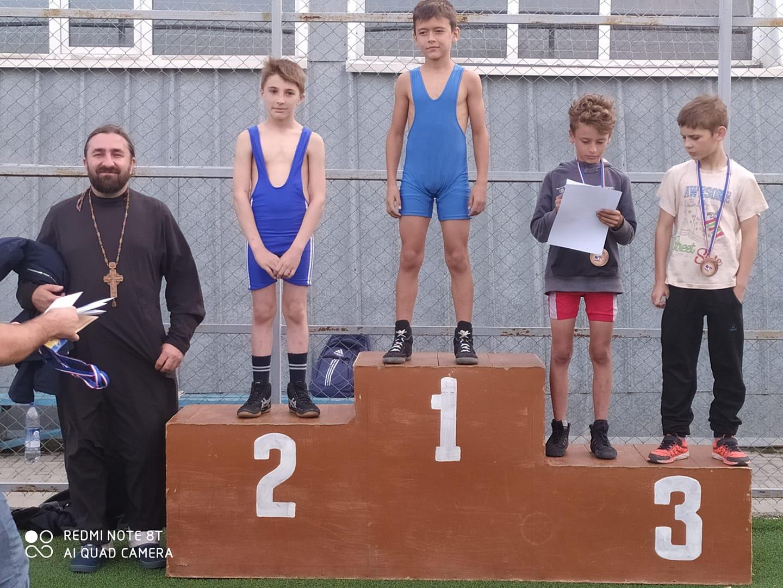 (ФОТО) Сын священника занял 2-е место в первенстве Гагаузии по вольной борьбе